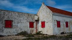 Bonaire (Denkrahm) Tags: bonaire dutchcaribbean derelict red house ruins