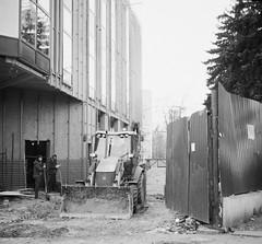 (.Laedin) Tags: film analog 135 35mm carl zeiss tessar taxona jena tenax street square 24x24 2424mm photography