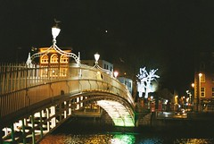 Ha'penny Bridge, Dublin (Mark Carmody) Tags: analoguephotography analog analogue yashica yashica35gt lomography lomography400 ishootfilm film filmisnotdead filmphotography filmisalive colour colournegative dublin ireland pentax bridge hapenny hapennybridge