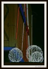 Weihnacht-Kugeln / Alle Rechte vorbehalten © AndiDroid ;-) (AndiDroid ;-)) Tags: andidroid foto photo photography photographie stadt city cityphotographie cityphotography nacht night nachtfotografie nightphotography stadtblickwinkel cityperspective explore lampen lamp lightbulb licht light advent weihnachtszeit christmastime weihnachten christmas christmastimeweihnachtzeit xmas