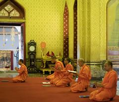 Wat Benchamabophit - Marble Temple (grab a pic) Tags: canoneos5dmarkiv canon eos 5d grabapic bangkok bangkokmetropolitanregion thailand 2019 watbenchamabophitdusitvanaram marbletemple buddhist temple buddhistmonk monk prayer