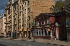 Ryga - gdzieś na mieście. (jacekbia) Tags: europa łotwa latvia ryga riga architecture architektura budynek building ulica canon 1100d