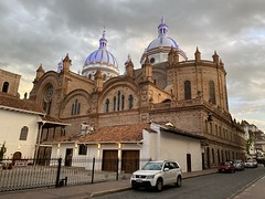 The Domes of the New Cathedral (the Catedral Metropolitana de la Inmaculada Concepción), the Historic City Center of Cuenca at 2,560 meters (8,398 ft) above sea level, the Southern Highlands, Ecuador. (ER's Eyes - Our planet is beautiful.) Tags: juanbautistastiehle catedral cathedral church igreja iglesia catedraldelainmaculadaconcepcióndecuenca góticorenacentista catedraldecuenca catedralnueva thenewcathedral thecatedralmetropolitanadelainmaculadaconcepción centrohistóricodesantaanadelosríosdecuenca domes cúpulas cuenca theathensofecuador ecuador equador thesouthernhighlands santaanadelosriosdecuenca theandesmountains azuay unesco unescoworldheritagesite patrimoniodelahumanidaddelaunesco centrohistórico guapondeleg guapondélig landasbigasheaven cañarisettlement tomebamba pumapungo thedoorofthepuma theaustro pepeshouse bb hostel albergue cuencasightseeingtours citytours hoponhopoff cuencasur buspanorámico sightseeing tourshop city tour bus