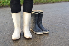 342 -- White wellies from Hevea -- Rubberboots -- Gummistiefel --Hevea Regenlaarzen (HeveaFan) Tags: rubberboots rubberlaazen 在泥里的靴子橡胶 kaplaarzen ゴム長靴 gummistiefel 威灵顿长靴 stiefel stivali stövlar ブーツ dunlop hevea aigle ripped wornout rainboots regenlaarzen wellies bottes wellworn caoutchouc galoshes wreckled trashed regenstiefel waterlaarzen soles tuinlaarzen loch leaky damaged trouée undicht versleten laarzen wellington kaput mud boue fertig riss gomma trou abgelatscht kaputt lek gumboots boots bottas vredesteinlaarzen vredesteinwellies vredesteinstiefel