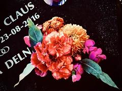 missing you (delnaet) Tags: bouquet bloemstuk flowers graf grave tombe bloemen fleurs flores