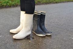 343 -- White wellies from Hevea -- Rubberboots -- Gummistiefel --Hevea Regenlaarzen (HeveaFan) Tags: rubberboots rubberlaazen 在泥里的靴子橡胶 kaplaarzen ゴム長靴 gummistiefel 威灵顿长靴 stiefel stivali stövlar ブーツ dunlop hevea aigle ripped wornout rainboots regenlaarzen wellies bottes wellworn caoutchouc galoshes wreckled trashed regenstiefel waterlaarzen soles tuinlaarzen loch leaky damaged trouée undicht versleten laarzen wellington kaput mud boue fertig riss gomma trou abgelatscht kaputt lek gumboots boots bottas vredesteinlaarzen vredesteinwellies vredesteinstiefel