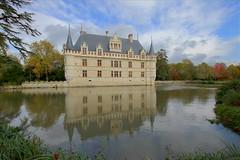 Azay-le-Rideau (hervétherry) Tags: france centrevaldeloire indreetloire azaylerideau canon eos 7d efs 1022 chateau castle loire jardin parc garden riviere river indre reflet reflection reflexion