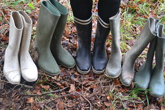 335 -- Collection of wellies -- Rubberboots -- Gummistiefel -- Regenlaarzen (HeveaFan) Tags: rubberboots rubberlaazen 在泥里的靴子橡胶 kaplaarzen ゴム長靴 gummistiefel 威灵顿长靴 stiefel stivali stövlar ブーツ dunlop hevea aigle ripped wornout rainboots regenlaarzen wellies bottes wellworn caoutchouc galoshes wreckled trashed regenstiefel waterlaarzen soles tuinlaarzen loch leaky damaged trouée undicht versleten laarzen wellington kaput mud boue fertig riss gomma trou abgelatscht kaputt lek gumboots boots bottas vredesteinlaarzen vredesteinwellies vredesteinstiefel