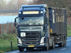 Volvo FH4 globetrotter from JDV Holland. (capelleaandenijssel) Tags: 12bhn1 truck trailer lorry camion lkw netherlands nl