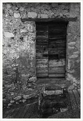 Ho fatto tredici (Outlaw Pete 65) Tags: porta door muro wall pietra stone gradini steps numero number tredici thirteen biancoenero blackandwhite nikond750 nikkor24120mm sulzano lombardia italia