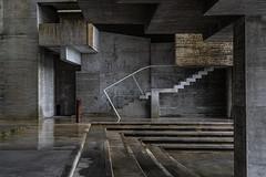 Abstracción (sairacaz) Tags: abstracto abstracción abstrac arquitectura architecture escaleras stair luz sombras lights darkness vigo galicia sony ilce7m3 24105mm sonyfe24105mmf4goss