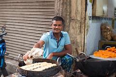 8H5A2954 (vsokolovru) Tags: india delhi november 2019 streetlife streetphotography sikh muslim tea mughal