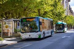 Donostia : Derrière le magnifique hôtel María Cristina, un rutilant C2 LE MÜ et un Volvo 7900H prennent une pause avant de repartir sur les lignes interurbaines de Lurralde Bus. (04.09.2019) (thomas_chaffaut) Tags: donostia euskalherria spain lurraldebus daimlerbus mercedesbenz citaro c2 lowentry bus hybrid volvo 7900h transport interurban city c2lemü