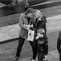 Rituals (John Riper) Tags: johnriper street photography straatfotografie square vierkant bw black white zwartwit mono monochrome netherlands candid john riper xt1 fuji 18135 bag rituals koopgoot beurstraverse chin family