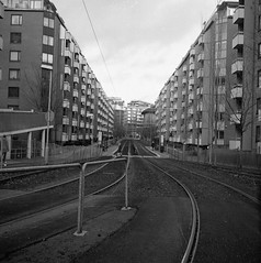 Västergatan (rotabaga) Tags: sverige sweden svartvitt blackandwhite bw bwfp göteborg gothenburg lomo lomography lubitel166 twinlens mellanformat mediumformat 120 6x6