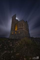 El Telegrafo (JoseQ.) Tags: telegrafo torreon ruinas torre luces noche night light nocturnas viento nubes cielo sky luna moon largaexposicion perales madrid