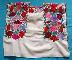 Huipil Maya Zinacantan Chiapas Mexico (Teyacapan) Tags: zinacantan maya mexico huipils ropa clothing flowers textiles embroidered chiapas