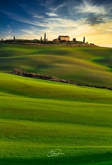Val d'Orcia (Andrea Rizzi photo) Tags: valdorcia toscana tuscany italy italia nature landscape landscapephotography naturephotography canoneos canonphotography rural travel ruralphotography green clouds sky colors colours tree home paesaggio colline shadows land flickrnature flickr photography photo picture fotografia sunset