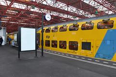 NSR DDM set 7208 at Almere Centrum, December 15, 2019 (cklx) Tags: 1768 ddm1 dubbeldekkers dubbeldekker bilevelcars excursion nvbs 1700 ns nederlandse spoorwegen