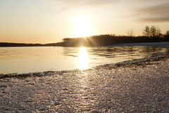 Sunrise&Ice (evisdotter) Tags: sunriseice soluppgång is sun sunny morning water light reflections winter landscape beach strand nature sooc lillaholmen mariehamn