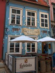 Restauracja na starówce -  Ryga (jacekbia) Tags: europa łotwa latvia ryga riga restauracja restaurant starówka architecture architektura budynek building canon 1100d