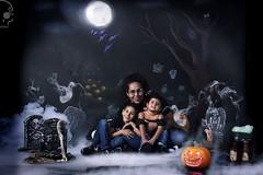 Mini-Halloween (Calavera Studios) Tags: halloween family portrait
