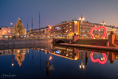 Heart of Gothenburg (Fredrik Lindedal) Tags: harmony heart city cityscape cityview calmness reflection reflections trees christmas morning mo morninglight lindedal streetview streetvision streetlight street