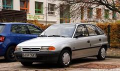Opel Astra F 1.6i GL (XBXG) Tags: bkw3583 opel astra f 16i gl opelastra opelastraf gm general motors generalmotors weydemeyerstrase weydemeyerstrasse berlin mitte friedrichshain berlijn germany deutschland duitsland allemagne герма́ния youngtimer old german car auto automobile voiture ancienne allemande deutsch duits vehicle outdoor