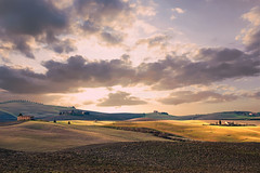 senza titolo (Enzo Ghignoni) Tags: nuvole colline campi case tuscany val dorcia
