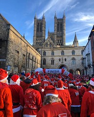What do thousands of Santas running through a historic city look like? Something like this 🎅🎅🎅 The annual Santa Fun Run and Walk raises money for a variety of local charities - today was a great day for it. 😎 Well done everyon (Joel (Visit Lincoln)) Tags: lincoln lincolnshire england britain