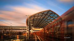 S Bahnhof Elbbrücken (petra.foto busy busy busy) Tags: fotopetra canon eosrp langzeitbelichtung ndfilter bahnhof sbahn zug architektur hamburg germany fahrenderzug