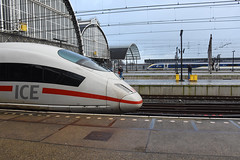 ICE meets Eurostar at Amsterdam Centraal, December 15, 2019 (cklx) Tags: 1768 ddm1 dubbeldekkers dubbeldekker bilevelcars excursion nvbs 1700 ns nederlandse spoorwegen
