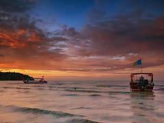 IMG_2420 ~ senja teluk bahang (achem74) Tags: sunset sundown beach boats coast seascape shoreline landscape cloud sea sky canon eos700d canoneos700d sigmalens 10mm20mm wideangle telukbahang pulaupinang penang malaysia