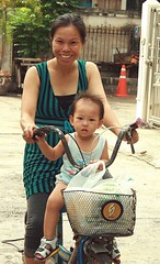 mother and child on a bicycle (the foreign photographer - ฝรั่งถ่) Tags: mother child bicycle bangkhen bangkok thailand canon