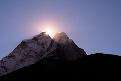 Sun Rises (Ian Hearn Photography) Tags: nature himalayas nikon d500 1855 dingboche khumbu nepal sun peaks over ama dablam rises sunrise cold icy glow glowing skies sky himal mountains tallest mountain mothers pendant neck lace protector ncklac necklace ian hearn photography beauty natur streaks f stop chyakurwa goth western face amadablam south