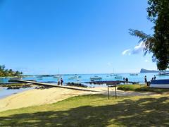 DSCN0033 (alainazer) Tags: maurice mauritius eau acqua water océan ciel cielo sky plage playa spiaggia beach bateau boat