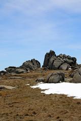Rock formations (Paul Threlfall) Tags: mtkosciuszkosummittrail kosciuszkonationalpark australia mountains rocks clouds sky blue walk bushwalk trail nsw snowymountains snow