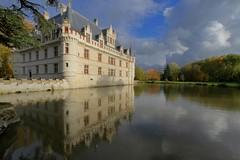 Azay-le-Rideau (hervétherry) Tags: france centrevaldeloire indreetloire azaylerideau canon eos 7d efs 1022 chateau castle loire river indre riviere reflet reflection reflexion automne autumn