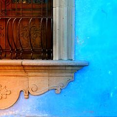 touch of warmth (msdonnalee) Tags: window windowframe ventana fenster finestra fenêtre irongrill fotosdesanmigueldeallende photosfromsanmigueldeallende photosbydonnacleveland bluewall shutters woodenshutters