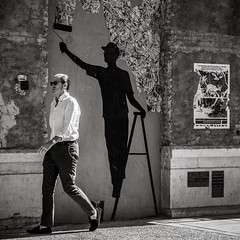 street art (Gerard Koopen) Tags: spain españa málaga soho streetart wallpainting city urban man walking streetphotography street candid blackandwhite noir monochrome blackandwhiteonly sony sonyalpha a7iii 85mm zeiss batis 2019 gerardkoopen gerardkoopenphotography