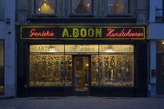 Ganterie - Handschoenen (Tim Boric) Tags: antwerpen lombardenvest boon ganterie handschoenen winkelpui shopfront neon