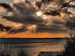December sun over the Baltic Sea (Ostseetroll) Tags: deu deutschland geo:lat=5406574209 geo:lon=1077351958 geotagged ostseeküste schleswigholstein sierksdorf wolken clouds sonne sun ostsee balticsea lübeckerbucht olympus em10markii