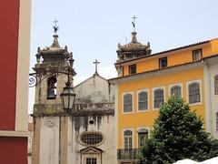 Church, Lamp and Building. Coimbra, Portugal (Rubem Jr) Tags: church lamp building europe europa portugal coimbra city cidade predio historia