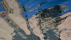 Abstrait à l'eau (Corinne Queme) Tags: tana venise canal reflet abstrait eau