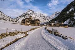 Vall d'Incles (sostingut) Tags: nieve pirineos paisaje edificio montaña valle camino carretera invierno árbol bosque cordillera andorra d750 nikon tamron ladera senderismo