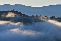 nebbie all'alba (luporosso) Tags: natura nature naturaleza naturalmente nikon nikond500 nebbia fog raggidisole sunray lazio sabin torrebaccelli abigfave