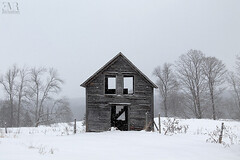 Cabane abandonnée - Beauté Figée FB & IG (Eve-Marie Roy) Tags: evemarieroy costard abandonnée abandoned abandon decay ruralexploration rurex ferme farm cabane shack bâtiment building village rurale rural campagne country countryside old cantonsdelest easterntownships estrie quebec canada winter neige snow hiver