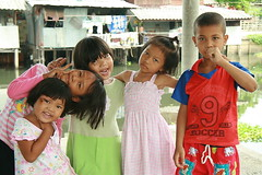 heads and hands (the foreign photographer - ฝรั่งถ่) Tags: children five heads hands khlong thanon portraits bangkhen bangkok thailand canon