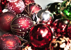A Contrivance of Baubles (Rico Shay) Tags: red baubles blur bokeh christmas lovephotography canonr canon focus glitter