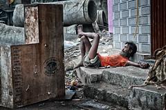 Tombé de sa croix... (Ma Poupoule) Tags: homeless sansabris mumbai mombay bombay street rue asie inde india
